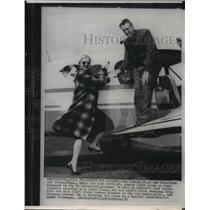 1959 Wire Photo Max Conrad helps his wife Betty aboard light plane - spw00789
