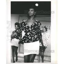 1988 Press Photo Fabrics Costume Society Fancy Dress - RRR55729