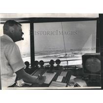 1969 Press Photo George Davis, Air Traffic Controller - RRR21465