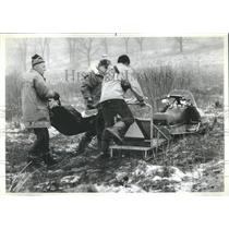 1982 Press Photo Plane Crash Body Removed - RRR22541