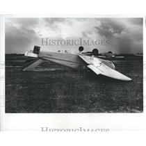 1982 Press Photo Upside Down Wind Damaged Plane Detroit - RRR89715