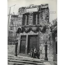 1951 Press Photo Christopher Columbus' home on the Piazza Dante in Genoa