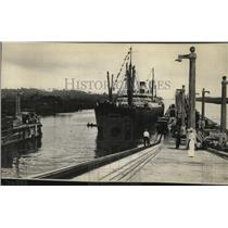 1914 Press Photo The ship Ancon approaching Gatun Lock in the Panama Canal.