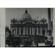 1922 Press Photo Crowd outside St Peter's at Rome for Pope Pius XI coronation