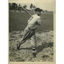 1935 Press Photo Brooklyn Dodgers outfielder Glenn Chapman at spring training