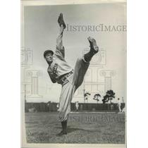 1939 Press Photo Brooklyn Dodgers pitcher Luke Hamlin during spring practice