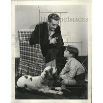 "1935 Press Photo Paul Luka, David Jack Holt with famous screen dog ""Flush"""