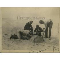 1919 Press Photo Men Digging up Mine, Belgian Coast - ney23493