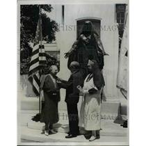 1937 Press Photo Admiral Cary Grayson Pinning Nightingale Medal  - nee76197
