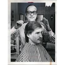 Press Photo Ralph J Paul & Barry Jencson at Barber Shop  - nee62760