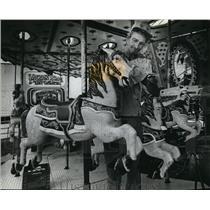 1981 Press Photo Homer Hanson Gives The Carnival Horses a Final Check Over