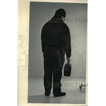 1984 Press Photo Displaced worker saddened over lost job - mja43183
