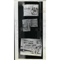 1975 Press Photo City Council collecting reactions to law, including cartoon