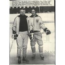 1975 Press Photo Boston Bruins Dave Forbes with team coach Don Cherry