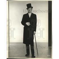 """1936 Press Photo Edmund Lowe in """"The Garden Murder Case."""" - mjx21539"""