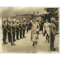 1940 Press Photo King Gustav of Sweden reviewing troops in Stockholm - nox00854