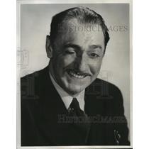 """1943 Press Photo Jack Kirkwood-Actor-Comedian-on laugh riot """"Mirth and Madness."""""""