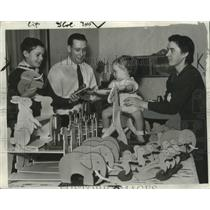 1933 Press Photo New Christmas Toys for Poor Children - fux00144