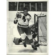 Press Photo Walt Tkaczuk of New York Rangers Hockey at Madison Square Garden