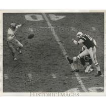 1970 Press Photo Jets kicker Jim Turner vs Raiders at Shea Stadium - lfx01111