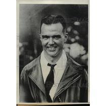 1931 Press Photo Pilot Don Moyle at Shabishiro Beach, Japan - nef45625