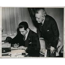 1938 Press Photo Col Fulgencio Batista of Cuba display shorthand Skill