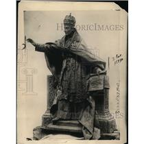 1922 Press Photo Statue by Public in Constantinople in Honor Pope Benedict
