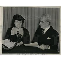 1938 Press Photo WOR forum debate between Frances Perkins and Gerard Swope