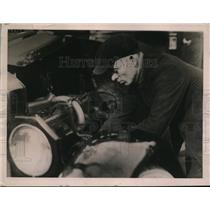 1922 Press Photo Car Owner Removing Distributor to Prevent Theft - nef52205