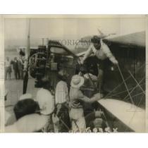 1929 Press Photo Mendell & Reinhart Landing in California After Endurance Flight