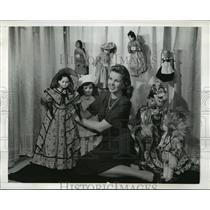 1942 Press Photo New York Margot Lundren holds doll at doll show NYC - neny05878