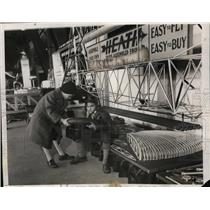 1932 Press Photo kids at National Aircraft Show eyeing actual DIY airplane kit
