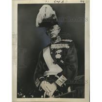 1940 Press Photo King Gustav V listens to Sweden's National Anthem in Stockholm