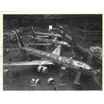 1986 Press Photo Twin-engine 737 jetliners constructed at Boeing Commercial Co
