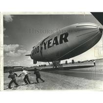 1976 Press Photo Goodyear blimp Columbia lands down  Vancouver Air Park