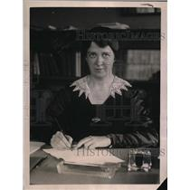 1921 Press Photo Miss Mary Van Kleeck at her desk in New York - nef52539
