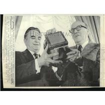 1874 Press Photo U.S Dist.Judge John Sirica receive clock from Judge George Hart