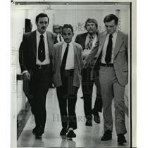 1973 Press Photo Sharif B. Sirhan escorted to a bail reduction hearing