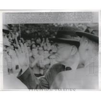 1962 Press Photo Ross Barnett acknowledges cheers of crowd - nef59077