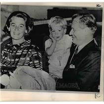 1966 Press Photo New York Governor Nelson Rockefeller said goodbye to Mrs