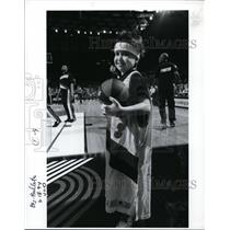 1994 Press Photo A child showing his happiness as he joins the Trail Blazers