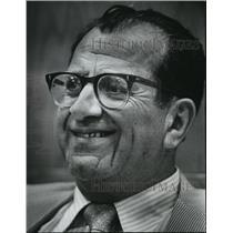 1973 Press Photo Prof. Max Kurz WWM School of Social Welfare. - mja39689
