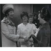 1966 Press Photo Mrs. Marilyn Lovell meets with Mrs. Maier at reception.