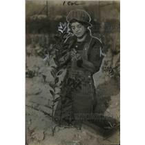 1922 Press Photo Susan Stockschlaeder Budding Seedling on Farm - nef34302