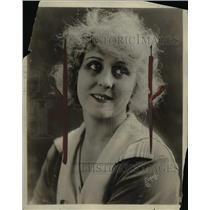 1919 Press Photo Edith Zbneon. - nef45361