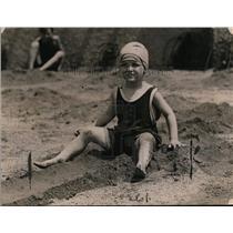 1920 Press Photo Nettie Aberding at National Capitols Municipal Bathing Resort
