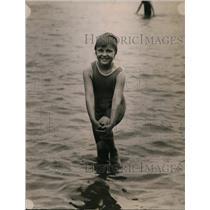 1920 Press Photo Betty Taylor Enjoying Children's Hour at Washington Beach