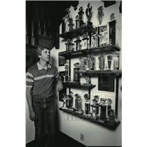 1984 Press Photo Dan Gunderson inspecting nine years of hog-raising trophies.