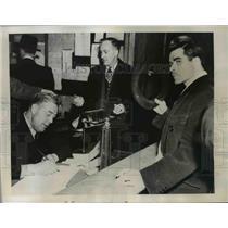 1946 Press Photo Edward Wilfred Mazeral Booking at City Jail Ottawa, Canada