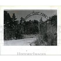 1983 Press Photo View of Crystal Lake Park entrance - orc01299
